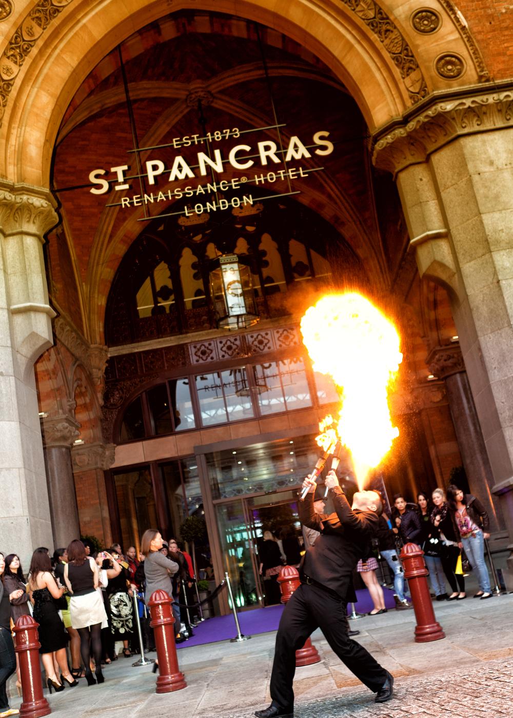 Entertainment outside St Pancras for Quick Trim